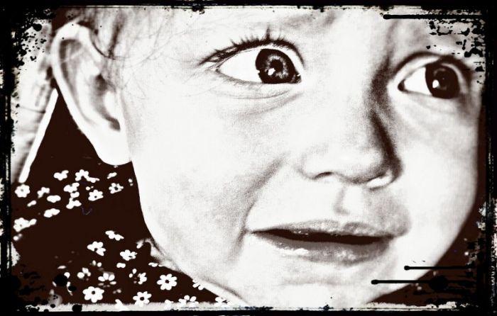 djevojcica-pomaze-djecaku (2)