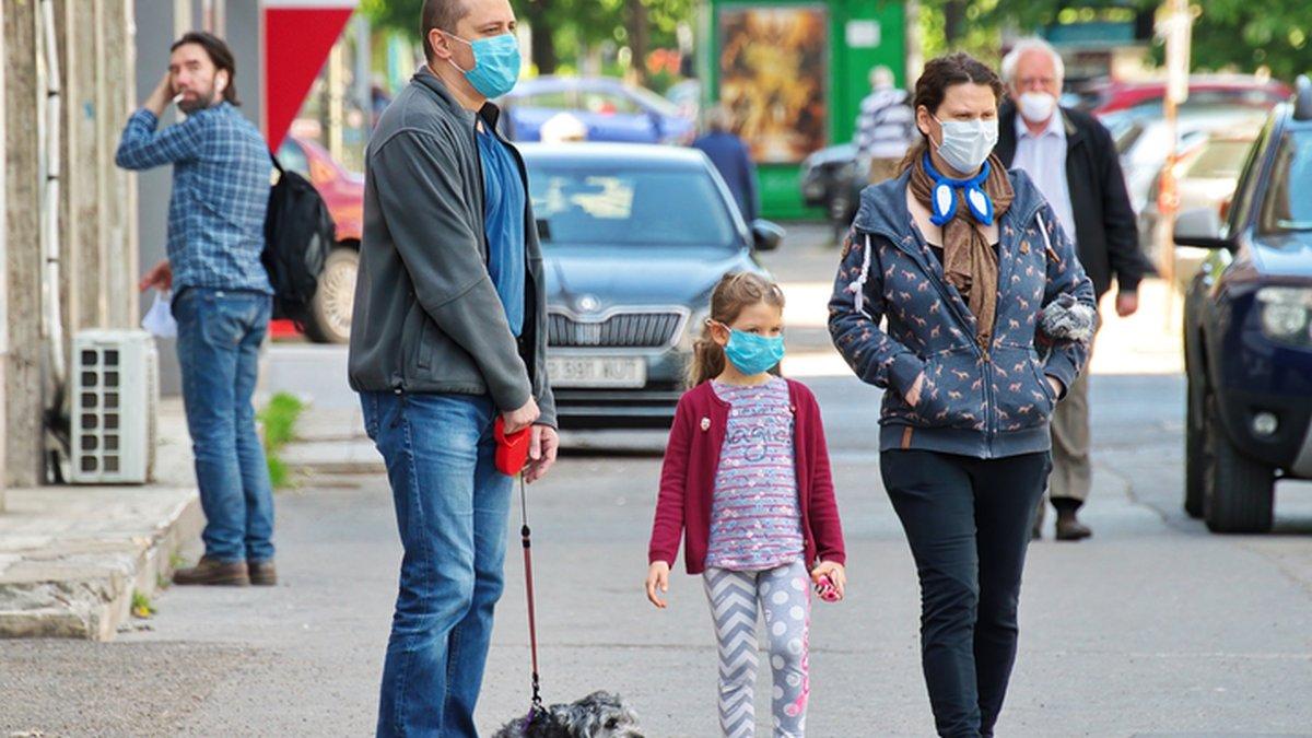 ljudi-na-ulici-maske